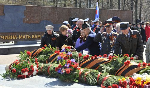 Фотофакт: традиционное возложение цветов к Вечному огню прошло в Ижевске