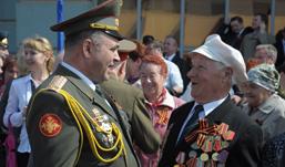 На парад Победы ижевских ветеранов подвезут на машинах