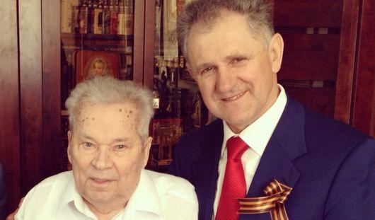 Президент Удмуртии поздравил Михаила Калашникова с 9 Мая
