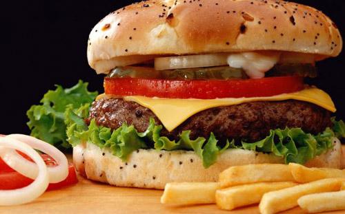 Ученые снова признали пищу из фастфудов нездоровой