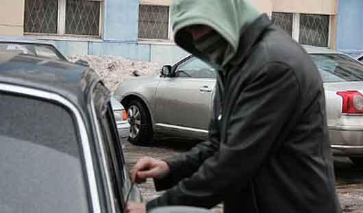 В Ижевске задержать серийных «автоугонщиков» удалось с помощью записи с камеры видеонаблюдения