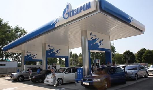 Заправляясь на АЗС Газпром по карте Сбербанка, можно выиграть 70 литров бензина