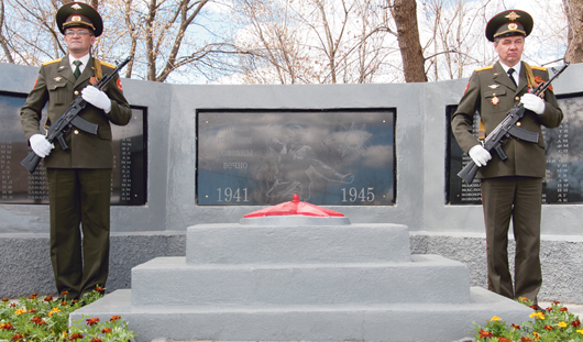 Компания «КОМОС ГРУПП» восстановила монумент к Дню Победы