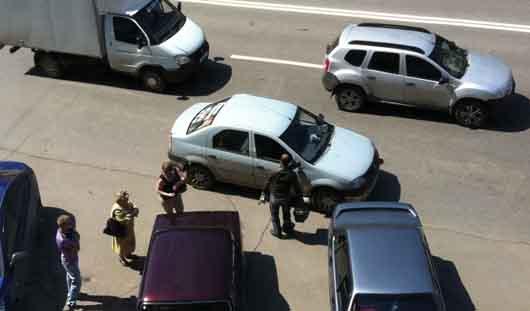 В Ижевске таксист избил пассажирку
