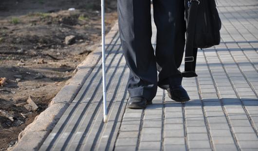 Плитку для слабовидящих укладывают возле Администрации Ижевска
