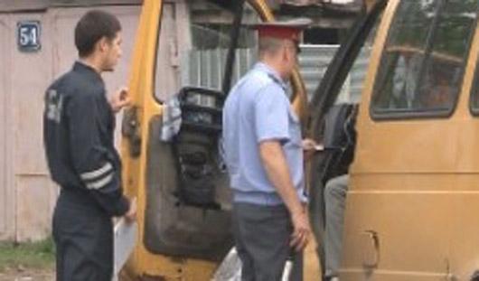 В Сарапульском районе Удмуртии полиция досматривает микроавтобусы и фургоны