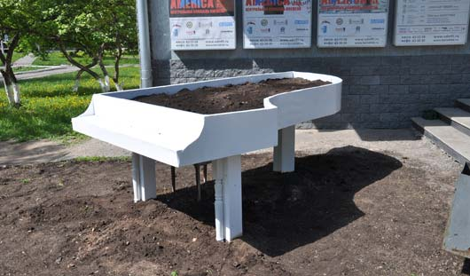 В Ижевске установили белый рояль