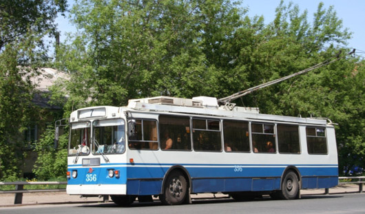 В Ижевске на улице Воровского встали троллейбусы