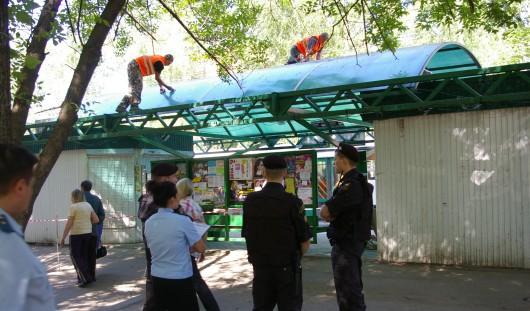 В Ижевске снесли ларек на остановке «Техучилище»