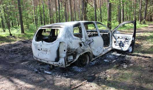 Изверги сожгли внедорожник с водителем в багажнике