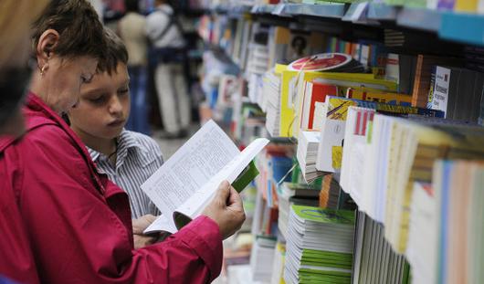 Каким категориям школьников Удмуртии выдадут бесплатные учебники?