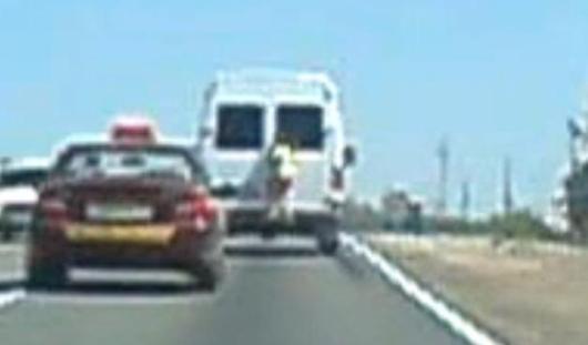 Девочка из Ижевска проехала 10 километров, уцепившись за бампер машины