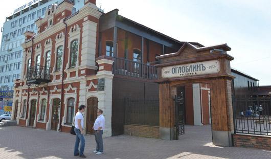 Ресторан «Оглоблинъ» открылся в Ижевске: раздача, русская кухня, купеческий интерьер