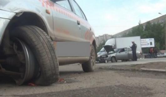В Ижевске иномарка сбила 5 пешеходов: от смерти детей и взрослых спасла... лужа