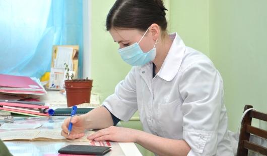 Зарплаты удмуртских медиков вырастут на 25 процентов