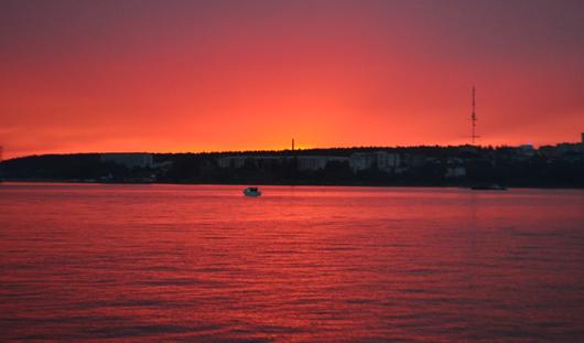 Фотофакт: ижевчанин запечатлел красивейший закат над Ижевским прудом