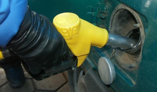 Российским автолюбителям не доливали по 2-3 литра бензина