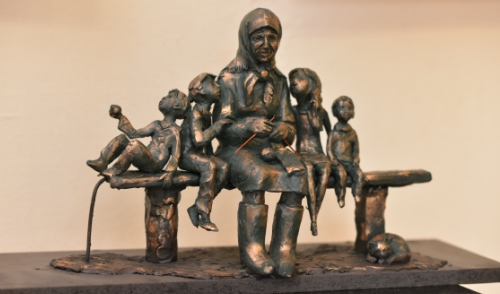 Фотофакт: в Ижевске выбирают проект будущего памятника Бабушке