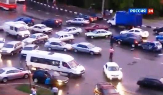 Почти 40 автомобилей попали в ДТП в Саратове