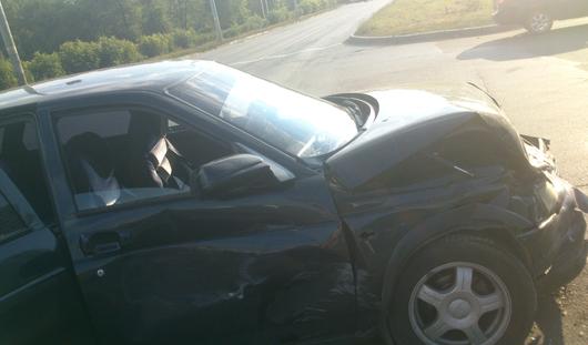 В Ижевске водитель «десятки» не успел проскочить на мигающий зеленый