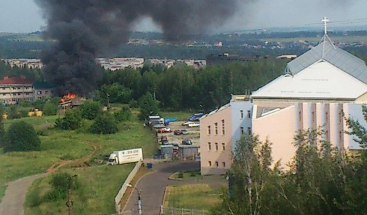 В Ижевске на улице Барышникова загорелось здание
