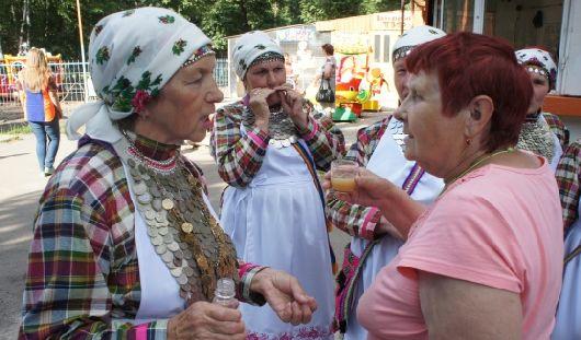 Фестиваль «ПарИжевск»: фантиковая баба, сюр в розлив и французская музыка