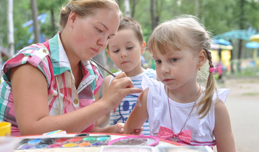 Забавные мастер-классы и «умные» игры: как в Ижевске отметили День семьи, любви и верности