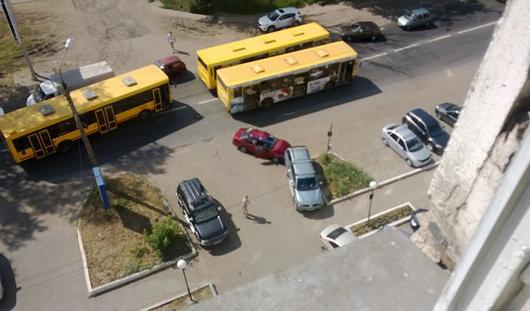 В Ижевске на Азина столкнулись автобус и две легковушки