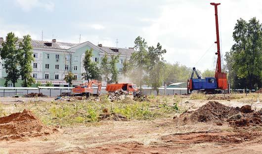 Самый большой: между Дворцом спорта и ледовым дворцом «Ижсталь» строят 50-метровый бассейн