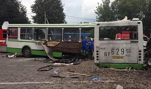 В Подмосковье в аварию попал рейсовый автобус