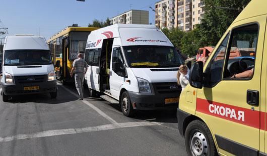 В Ижевске на улице Удмуртской столкнулись автобус и маршрутка