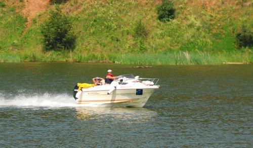 В Удмуртии мужчина чуть не утонул, догоняя свою самодельную лодку