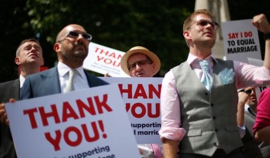 Первые однополые свадьбы в Великобритании могут состояться в 2014 году
