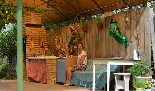 Ижевчане на своем участке сделали беседку и летнюю кухню под одной крышей