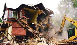 Соседские споры: в каких случаях споры из-за земли могут привести к сносу дома?