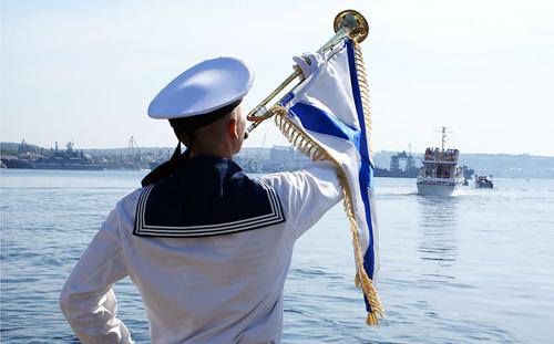 Праздник моряков в Ижевске: концерт и бесплатные макароны по-флотски
