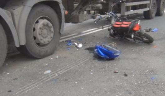 Под Ижевском скутер попал под колеса фуры