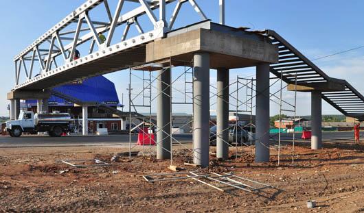 Фотофакт: надземный переход строят возле Малой Пурги в Удмуртии