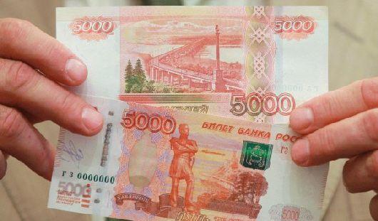 В Удмуртии водитель попытался дать гаишникам взятку со сдачей