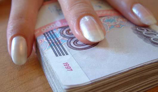 В Воткинске сотрудница банка присваивала себе «премиальные» проценты вкладчиков