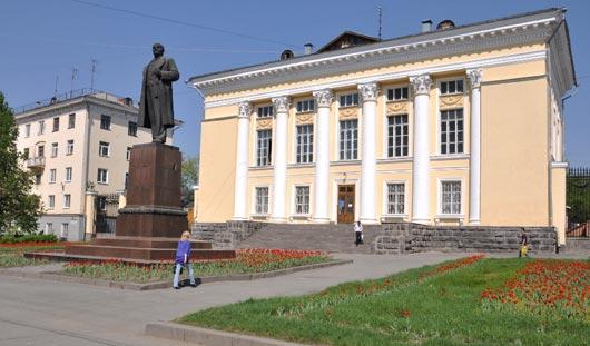 В Ижевске затопило Ленинскую библиотеку
