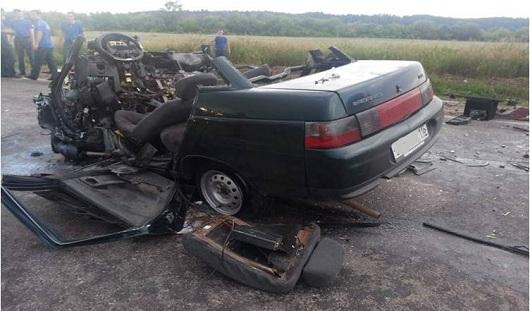 В Удмуртии легковушка  в лобовую врезалась в автовоз