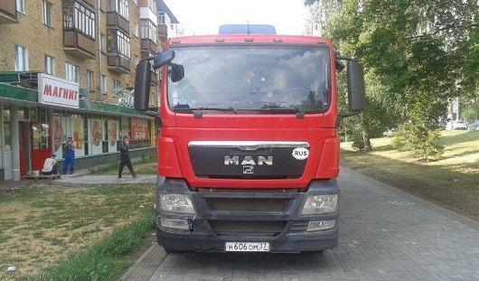 В Ижевске оштрафовали водителя фуры, припаркованной на тротуаре