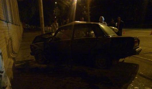 В Удмуртии автомобиль врезался в жилой дом