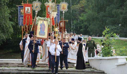 Крещение Руси ижевчане отметили Крестным ходом и колокольным звоном