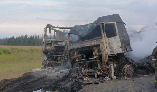 В Удмуртии после аварии сгорели две фуры и бензовоз