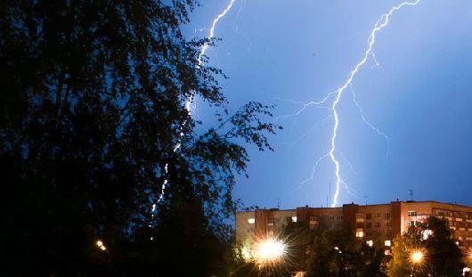Из-за удара молнии поселок в Удмуртии остался без телефонной связи