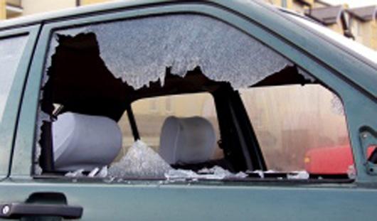 В Ижевске отдыхающие разбили стекло в «легковушке» и украли документы