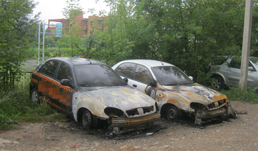 В Ижевске подожгли две машины такси