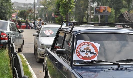 В Ижевске активисты «СтопХам» обклеили машины на Пушкинской